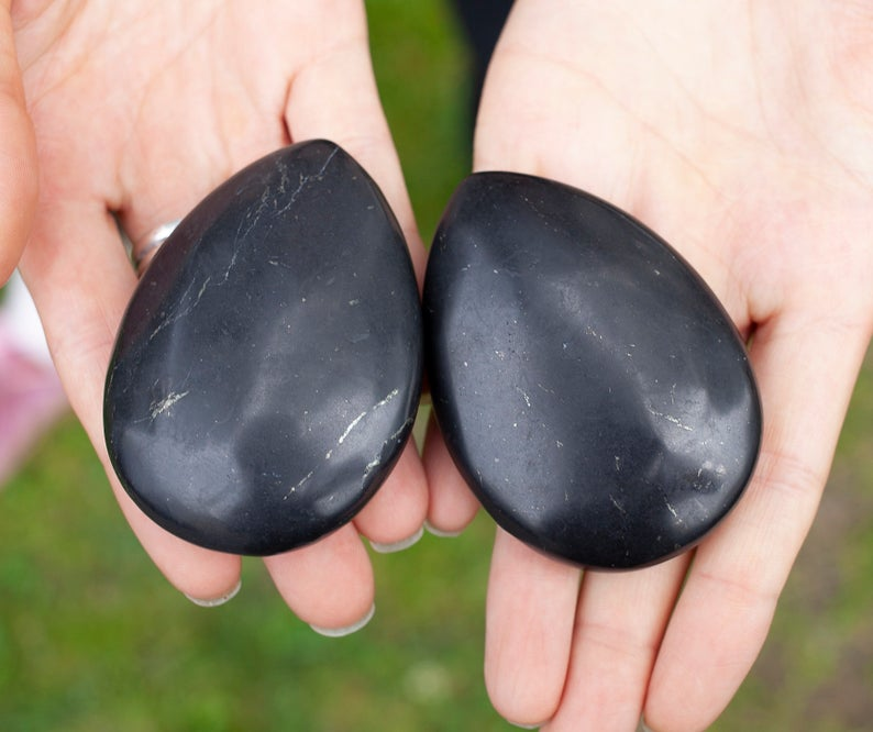 shungite%2075mm58mm11mm%20cabochone%20Palm%20Stone%20natural